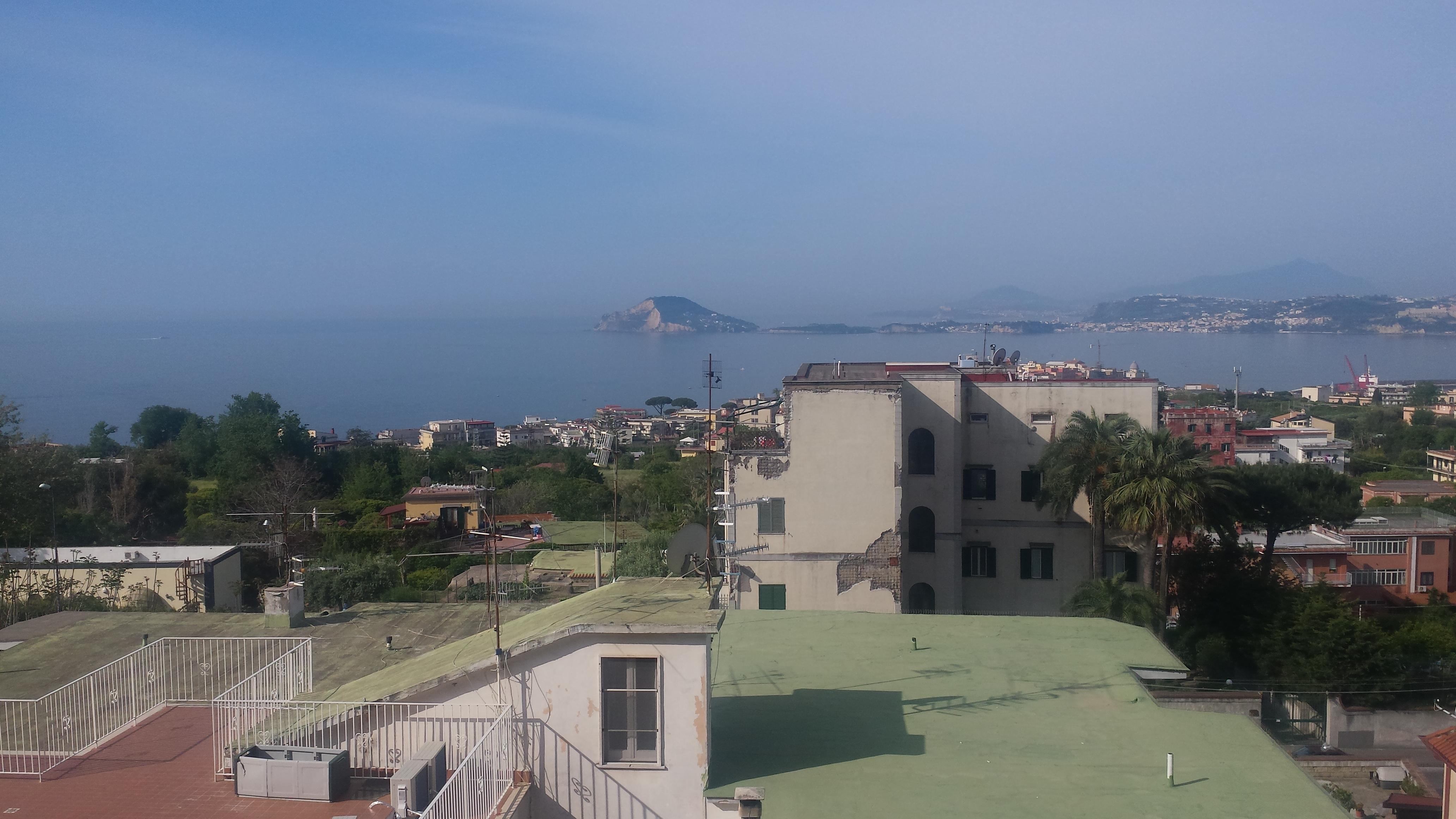 Pozzuoli, zona Solfatara, Appartamento Panoramico 116MQ con posto auto.
