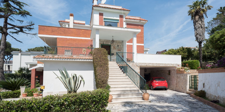 Monteruscello, In Parco, Villa Bifamiliare 280mq, Giardino 500mq, Terrazzi, Cantinola, 2 Posti Auto Coperti