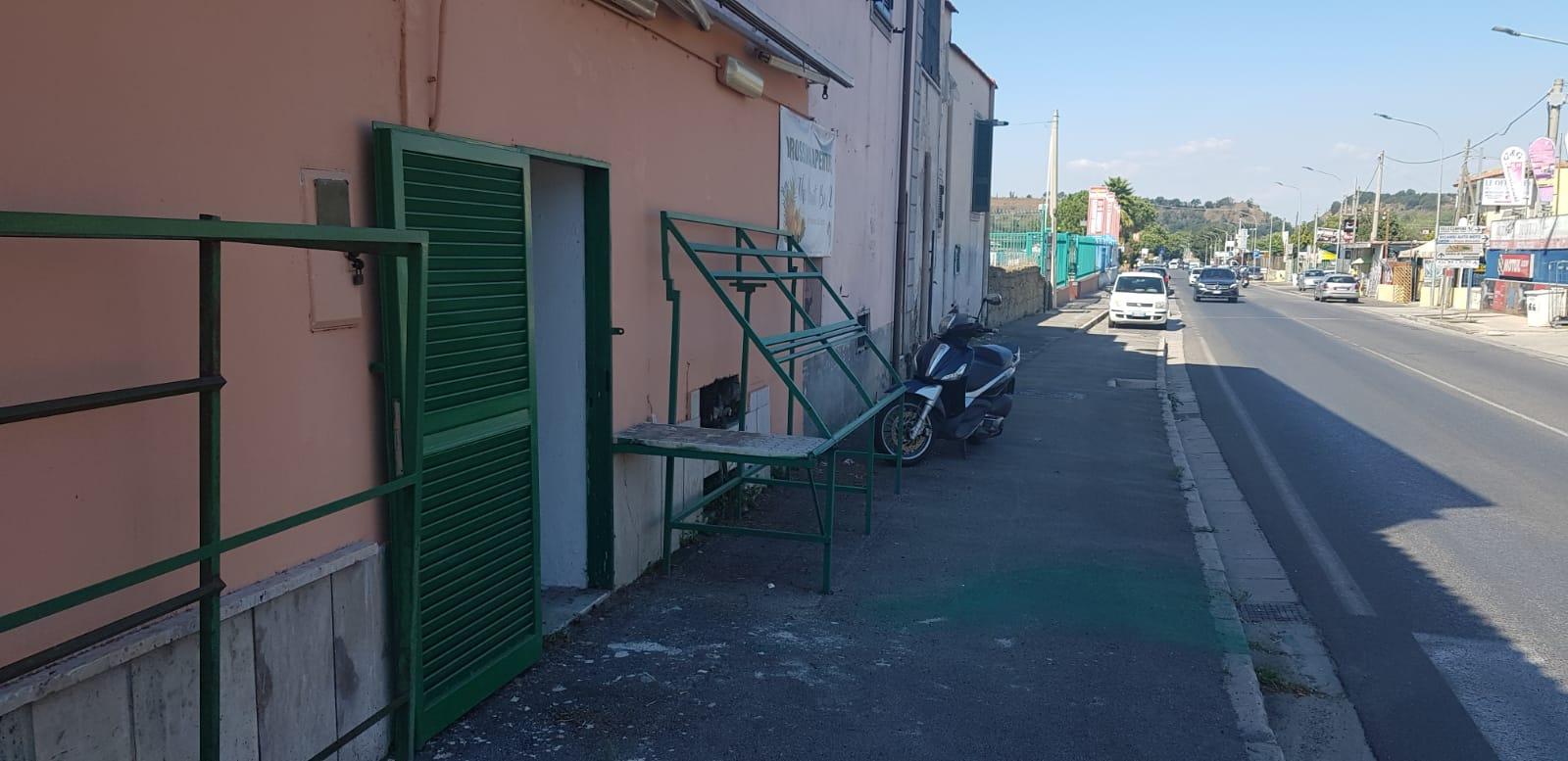 Pozzuoli, via campana, locale commerciale 30mq, su strada